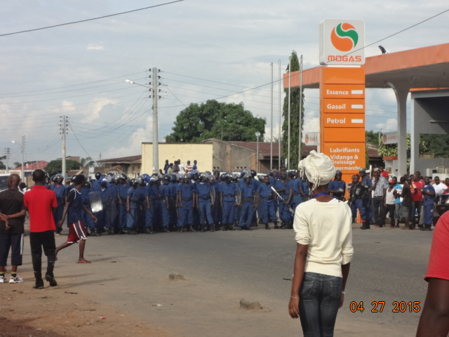 The riot police block protestors from advancing towards the city centre. Photo © by Jean-Marie Ntahimpera.